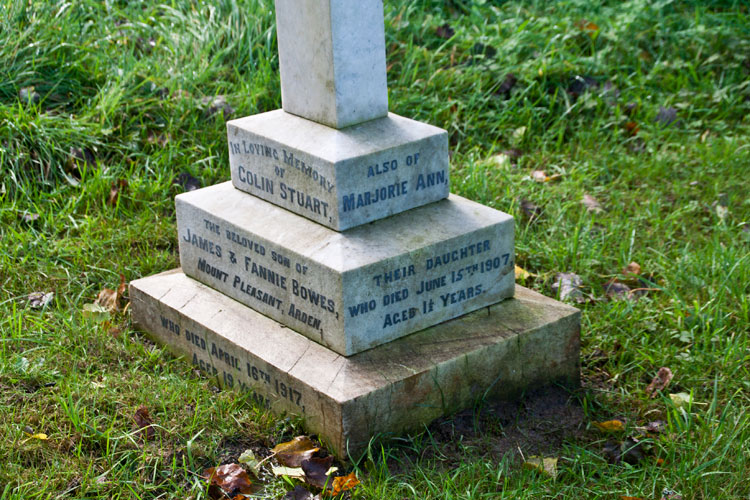 Private Bowe's grave in Hawnby All Saints' Graveyard