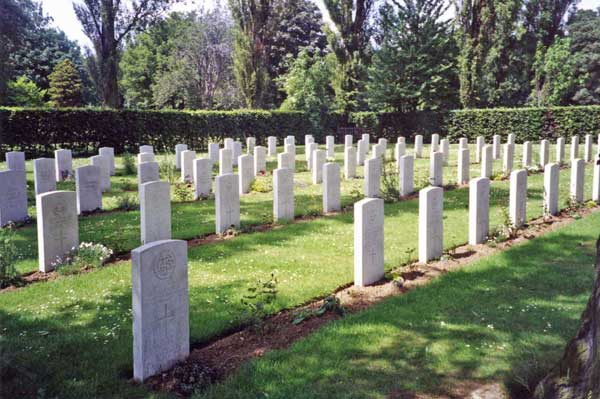 Some of the Commonwealth War Graves in Thornaby Cemetery. (Photograph from the Commonwealth War Graves Commision website)